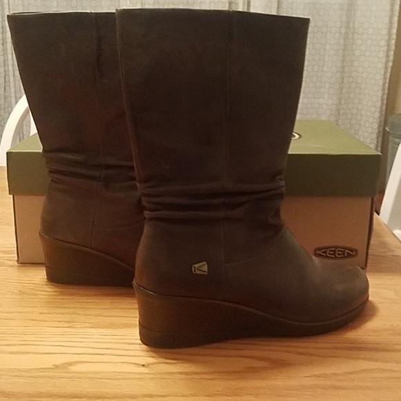 26eeb9cab8aa Keen Shoes - Keen dark green slouch boot